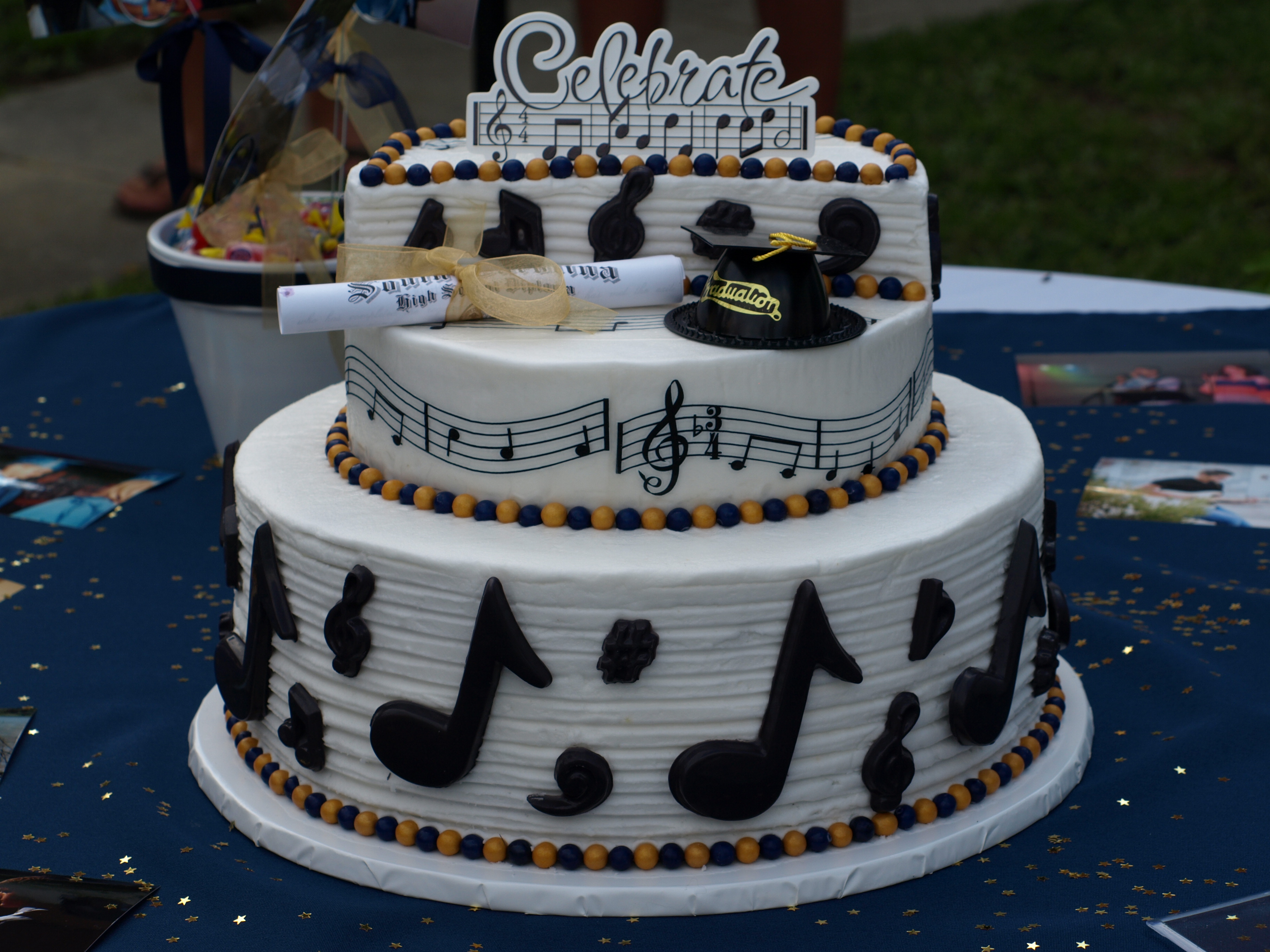 """""""Music"""" themed Graduation Cake 